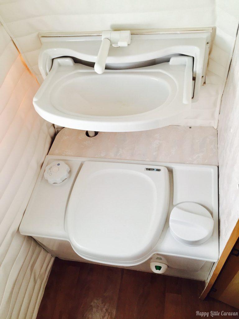 Come si usano i wc portatili della roulotte e del camper porta potti e wc a cassetta - Scarico lavandino bagno ...