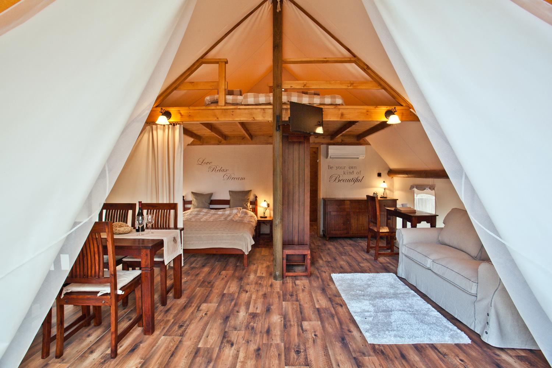 Il glamping la soluzione perfetta per chi ama comfort for Casette in legno abitabili arredate