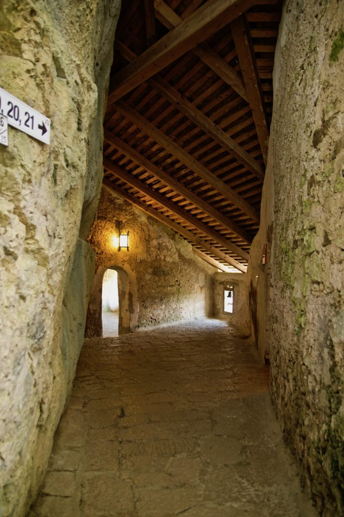 Slovenia - Castello di Predjama
