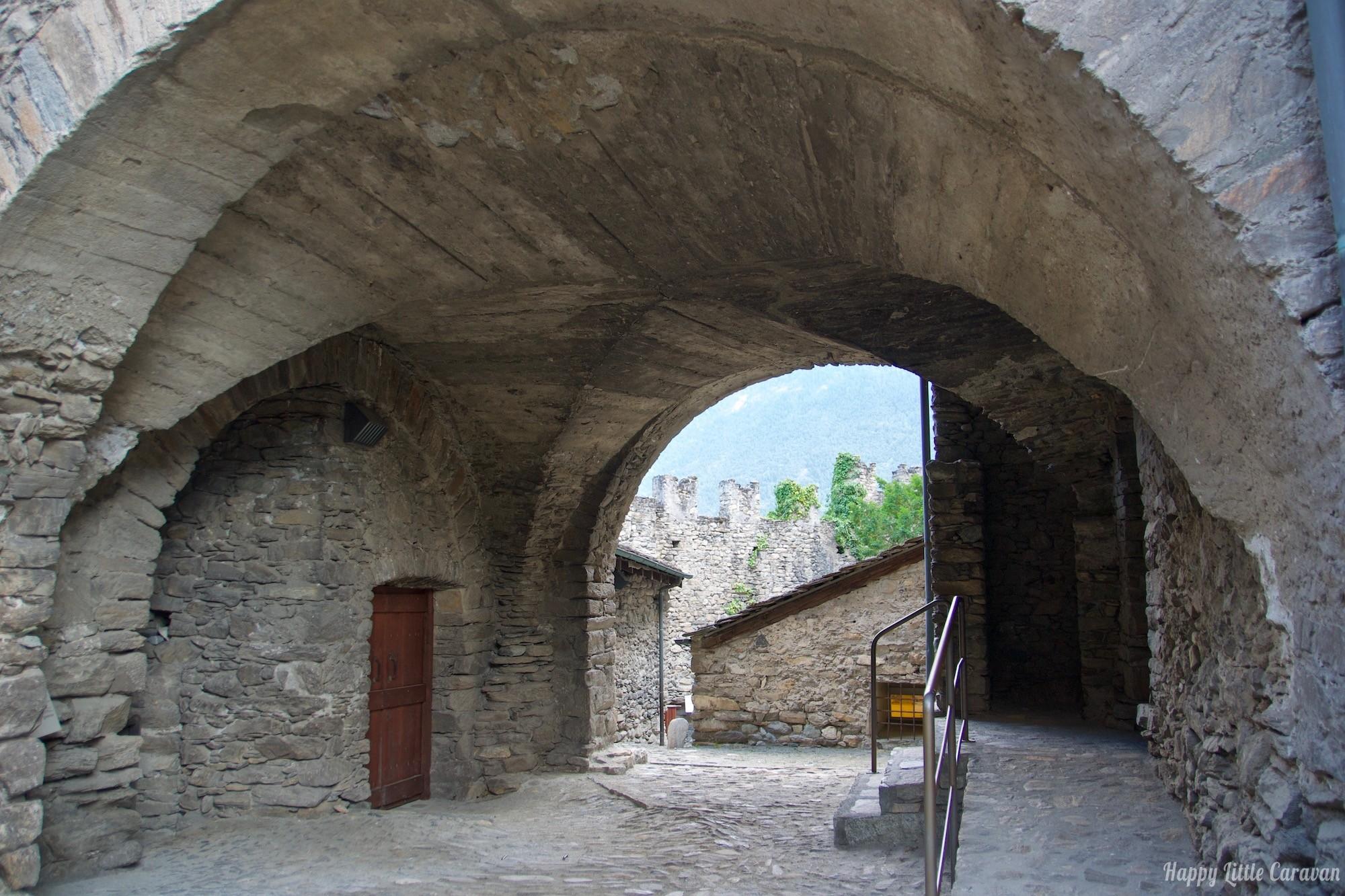 Valle d'Aosta - Castello Sarriod de la Tour